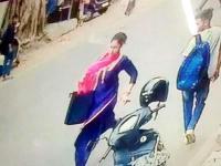 सुनार की दुकान से सोने की चेन ले उड़ी महिला, CCTV में कैद हुई वारदात