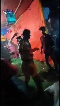 मंदिर में पुलिस वाले की पिटाई का वीडियो वायरल