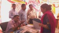 कठुआ में मतदाताओं को दी जा रही वीवीपैट और ईवीएम की जानकारी