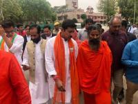 जयपुर: राज्यवर्धन राठौड़ के नामांकन में शामिल हुए बाबा रामदेव, दफ्तर में ही करने लगे प्राणायाम