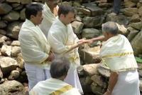 वायनाडः नंगे पांव तिरुनेली मंदिर पहुंचे राहुल गांधी, की पूजा अर्चना