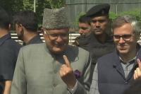 फारूक-उमर ने किया मतदान, जम्मू कश्मीर में विधानसभा चुनाव जल्द करवाने की मांग