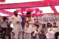 गुजरात: चुनावी सभा के दौरान हार्दिक पटेल को एक शख्स ने मारा थप्पड़