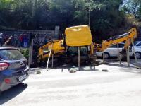 JCB और Tourist Bus में जबरदस्त टक्कर, बाल-बाल बचीं सवारियां
