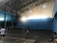 स्पोर्ट्स काम्पलैक्स के बैडमिंटन कोर्ट की लाइट खराब, अंधेरे में खेलने को मजबूर खिलाड़ी