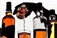 आटा चक्की की दुकान में चल रहा था अवैध शराब का धंधा, पुलिस ने ऐसे किया पर्दाफाश