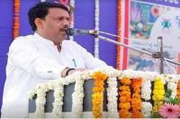 गुजरात के मंत्री के बिगड़े बोल, कहा- पिल्ले की तरह दुम हिलाते हैं राहुल गांधी