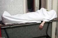 पेट दर्द के चलते अस्पताल लाए व्यक्ति की मौत, असमंजस में फंसी पुलिस (Video)