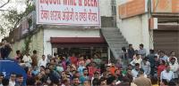 खुड्डा लाहौरा में ठेका खुलने का लोगों ने किया विरोध, कल करेंगे रोड जाम