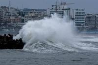 धीरे-धीरे कमजोर हो रहा चक्रवात तूफान 'फनी', हवा की रफ्तार 225 से 160 किमी प्रति घंटा हुई