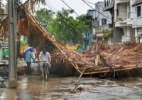 #CycloneFani का कहरः 8 की मौत और 160 लोग घायल, बंगाल की तरफ बढ़ा चक्रवात