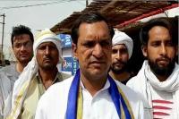 ''कांग्रेस और भाजपा वोट मांगने के लिए स्टार प्रचारकों का ले रही है सहारा''