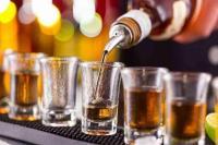 किला मोहल्ला में नेता के करीबी ने घर में खोल रखा अवैध शराब का ठेका