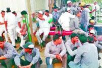 श्रमिकों ने काम छोड़ किया विरोध-प्रदर्शन