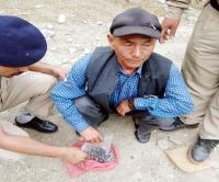 पुलिस को नाके पर मिली सफलता, 808 ग्राम चरस के साथ नेपाली दबोचा