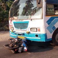 ज्वालाजी अस्पताल के पास बस-बाइक में टक्कर, 19 वर्षीय युवक घायल