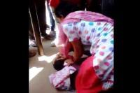अस्पताल की लाईन में युवक ने महिला को छेड़ा, जमकर हुई धुनाई, वीडियो वायरल