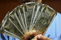 शुरुआती कारोबार में डॉलर के मुकाबले 9 पैसे मजबूत हुआ रुपया