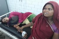जहरीली दवा वाले गिलास में पानी पीने से महिला पहुंची अस्पताल