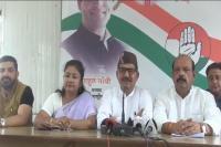 कांग्रेस के प्रतिनिधिमंडल ने EC से की मुलाकात, PM मोदी पर लगाया आचार संहिता उल्लंघन का आरोप