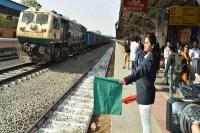 भारत के इस रेलवे स्टेशन को चलाती हैं सिर्फ महिलाएं, संयुक्त राष्ट्र ने भी की तारीफ