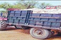 अवैध पत्थरों से भरी टै्रक्टर-ट्राली जब्त