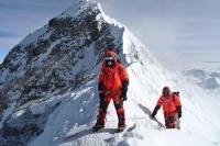 दुनिया की सबसे ऊंची पर्वत चोटी पर ट्रैफिक जाम जैसे हालात