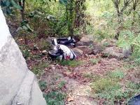 कार की टक्कर से स्कूटी खाई में गिरी, ITI के 2 छात्र घायल