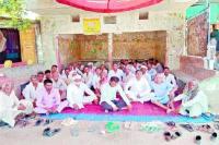 ग्राम पंचायत का बेमियादी धरना 28वें दिन जारी
