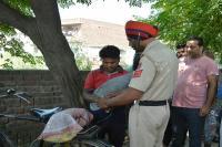 भार्गव कैंप में साइकिल चुराते युवक को पकड़ कर पेड़ से बांधा