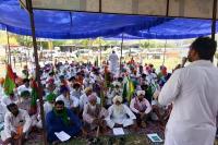 केन्द्र व राज्य सरकार के खिलाफ गरजे किसान