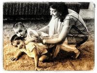 मां नरगिस की बर्थ एनिवर्सिरी पर इमोशनल हुए संजय, तस्वीर शेयर कर याद किया बचपन