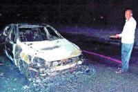 शॉर्ट-सर्किट से कार में लगी आग, जलकर हुई राख