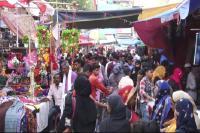 प्रयागराज के बाजारों में दिखी ईद की रौनक, बढ़ती महगाई के बावजूद खरीदारी कर रहे लोग