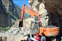 किन्नौर में दरकी पहाड़ी, चट्टानें गिरने से NH-5 अवरुद्ध-एक की मौत