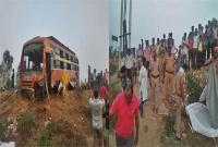 UP: पुलिया से टकराई अनियंत्रित बस, 2 यात्रियों की मौके पर दर्दनाक मौत