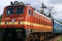 देश के इतिहास में अब पहली बार चलती ट्रेन में लें मालिश का आनंद