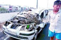 ओवरब्रिज पर फाच्र्यूनर कार का बिगड़ा संतुलन, 3 कारों से भिड़ी