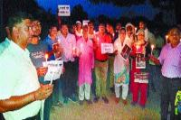 अलीगढ़ घटना के विरोध में निकाला कैंडल मार्च