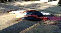 सड़क पर चिल्लाती रही हादसे की शिकार युवती, मदद की बजाए लोग बनाते रहे वीडियो