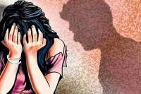 परिवार को मारने की धमकियां देकर विवाहिता से करता रहा दुष्कर्म