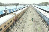 गर्मी का कहरः चलती ट्रेन में चार यात्रियों की मौत, स्टेशन पर उतारने पड़े शव