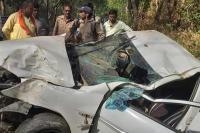 कार के अनियंत्रित होकर पेड़ से टकराने पर 2 मौसेरे भाईयों की मौत, तीसरे युवक की हालत गंभीर