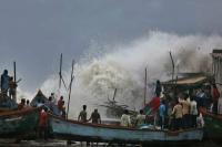 गुजरात: चक्रवात 'वायु' ने बदला रास्ता, अरब सागर की ओर मुड़ा, ऑरेज अलर्ट जारी