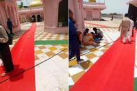 मंदिर प्रशासन की खुली आंखें, श्रद्धालुओं के लिए भवन व सीढ़ियों में बिछाए नए मैट
