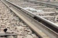 रेलगाड़ी के नीचे आकर व्यक्ति ने की आत्महत्या