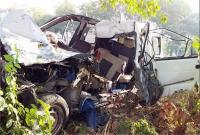 बाराबंकी में खड़े ट्रक में घुसी टवेरा कार, एक ही परिवार के 3 लोगों की मौत