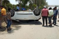 अनियंत्रित कार ने सड़क पर काम कर रहे मजदूरों को रौंदा, एक की मौत