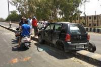 ट्रक ने ऑल्टो कार को मारी टक्कर