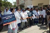 डॉक्टरों की देशव्यापी हड़ताल: हरियाणा की अस्पतालों में मरीज परेशान, सड़कों पर डॉक्टर